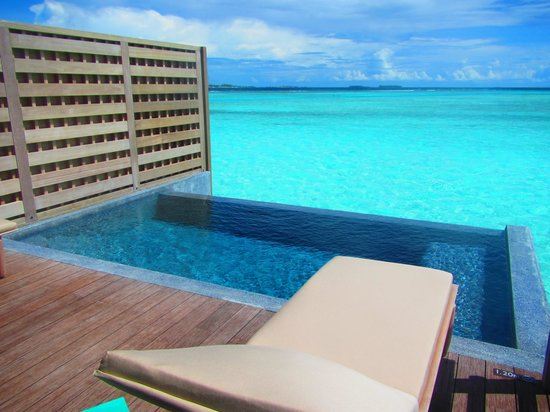 Anantara Veli Maldives Resort : private pool deck