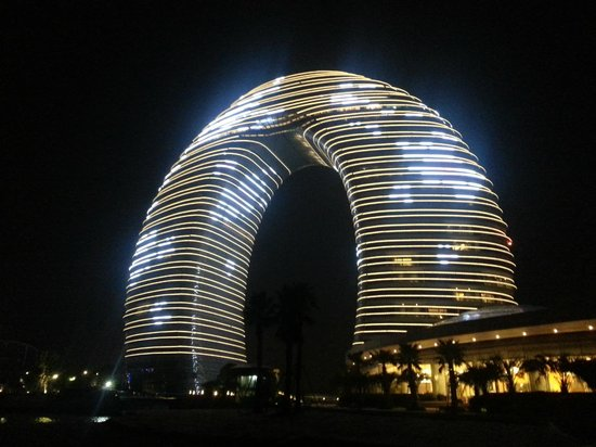 Sheraton Huzhou Hot Spring Resort : Night view from the back of the hotel