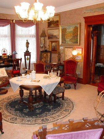 The Dempsey Manor : The North Parlor