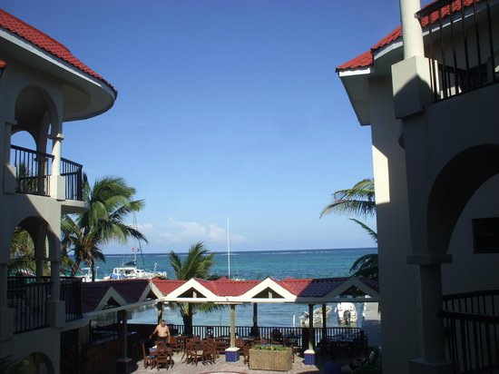 SunBreeze Suites: A shot of the sea from the room