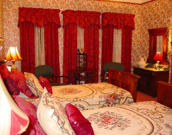The Dempsey Manor : The Plum Room