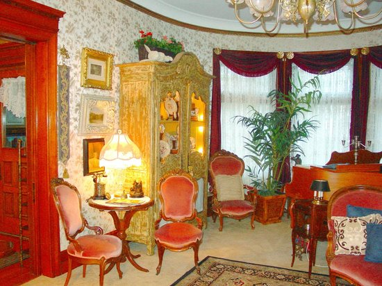 The Dempsey Manor : The South Parlor