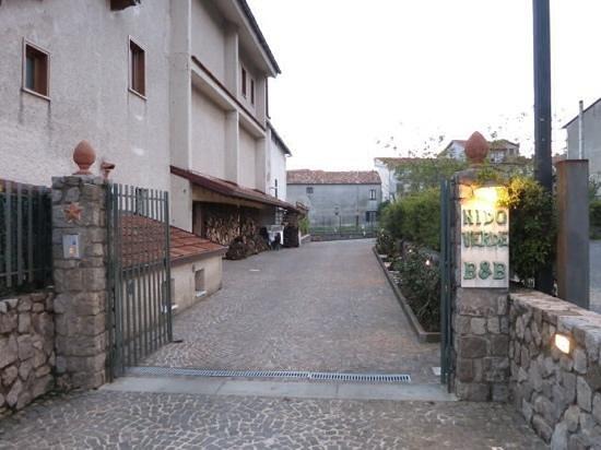 Nido Verde: back entrance to the parking