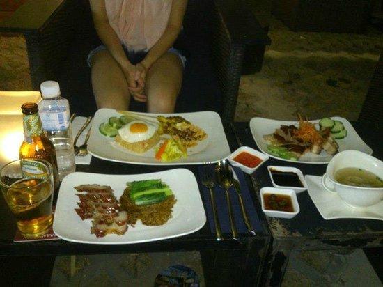 Holiday Inn Express Bangkok Siam: Dinner at hotel restaurant