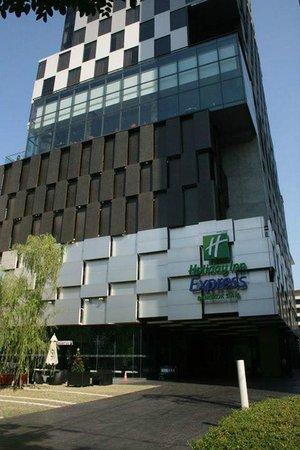 Holiday Inn Express Bangkok Siam: Exterior View of Hotel
