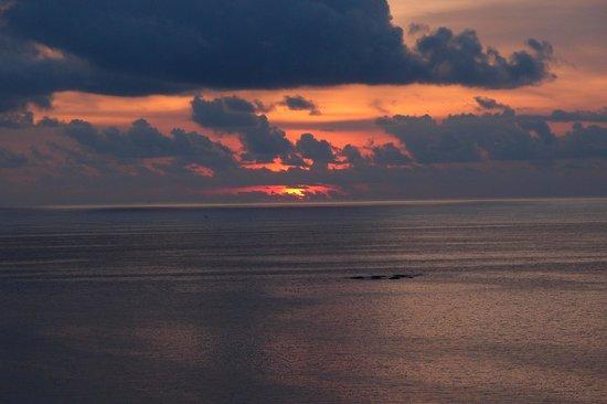Cape Sienna Hotel & Villas : Sunset from Kamala beach
