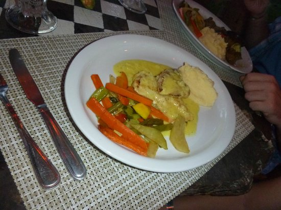 Roberto's Bar & Restaurant: caribbean chicken