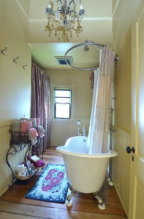 Waverly Cottage: bathroom