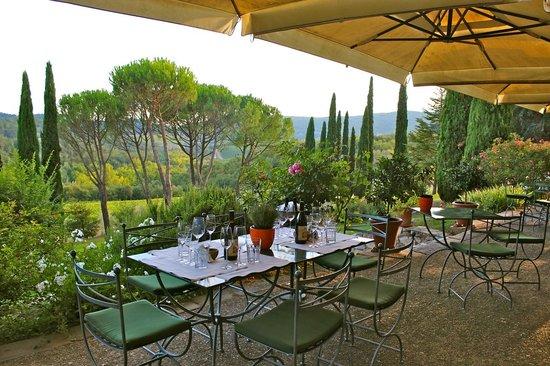 Castello di Spaltenna Exclusive Tuscan Resort & Spa: Dining outdoors at Castello di Spaltenna