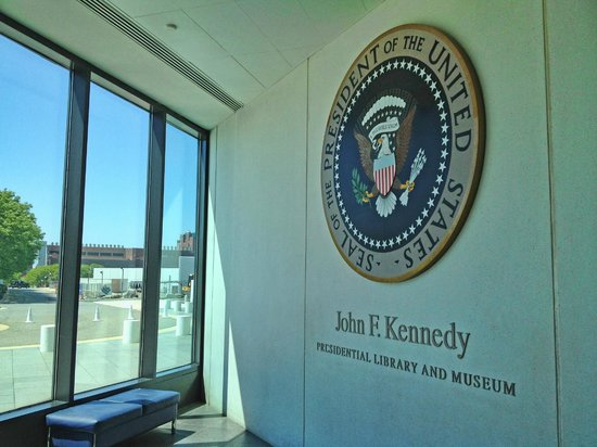 John F. Kennedy Presidential Museum & Library: Presidential Seal at lobby of library