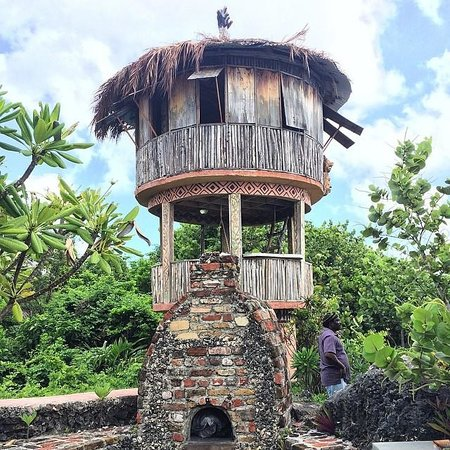 Great Huts : 3 level Hut - inside first floor the story of jamaica's history is shown