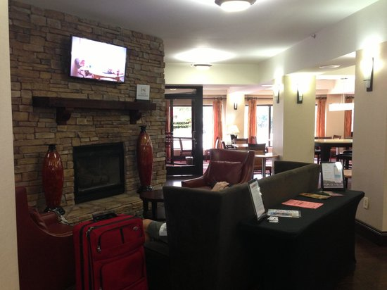 Hampton Inn & Suites Nashville / Airport: Lounge and breakfast area