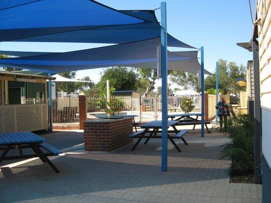 closest park to town review of coral coast tourist park. Black Bedroom Furniture Sets. Home Design Ideas