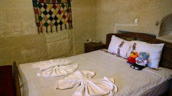 Spelunca Cave Suites : King size bed