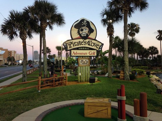 Pirate's Cove Adventure Golf : Beautiful Landscaping