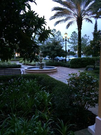 Hilton Grand Vacations at Tuscany Village: Fountain outside building