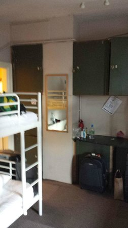 The Walrus Hostel: Lockers - 5 Bed Ensuite