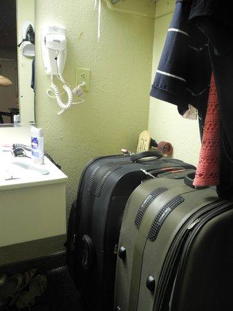 Roomba Inn & Suites Orlando: Suporte Instalado