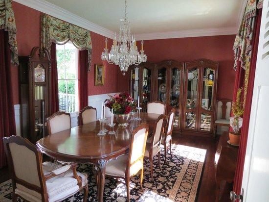 The Kenwood Inn : The formal dining room