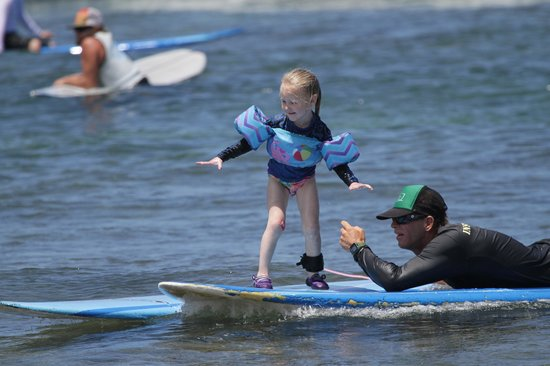 Royal Hawaiian Surf Academy : surfing at under 4 years old with Josh