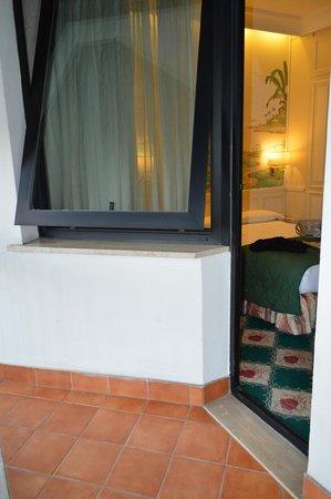 ดอนนาเลาราพาเลส: From balcony
