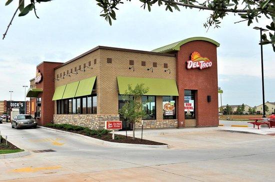 Exterior view of Del Taco, Moore, OK.