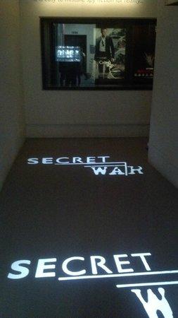 Imperial War Museum: La entrada a la exposicion de la Guerra Secreta