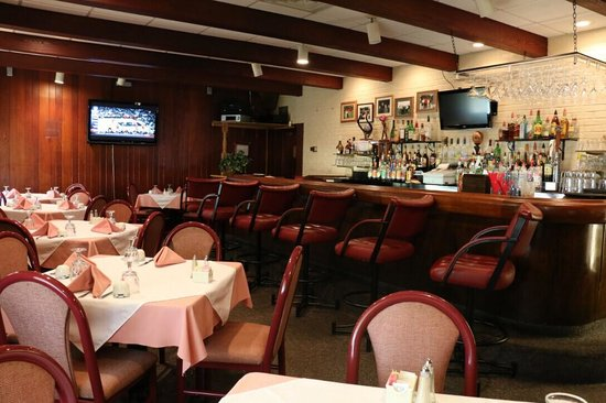 Great Wall Chinese Restaurant: we have a full bar and TV