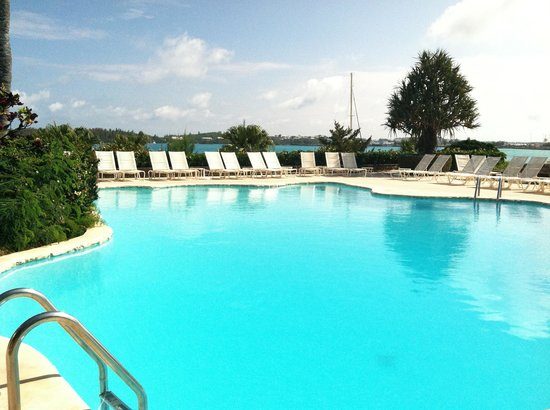 Grotto Bay Beach Resort & Spa: pool area
