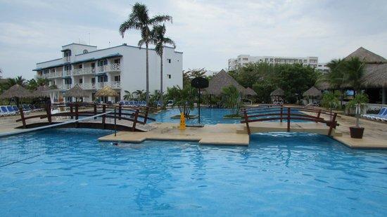 Hotel Playa Blanca Beach Resort: Piscina adultos y niños.