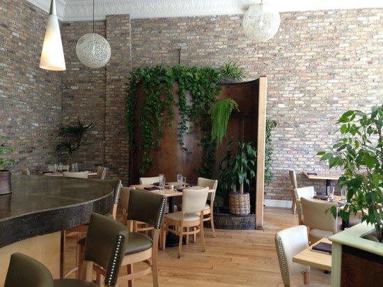 Leaf Vegetarian Restaurant: Inside