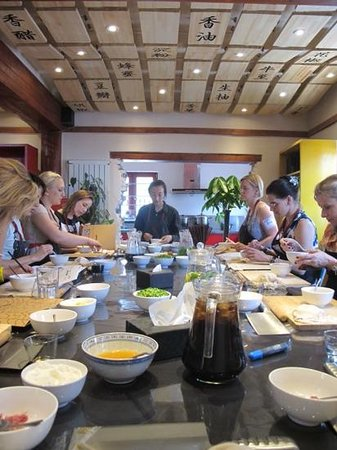 The Hutong - Culture Exchange Center : dumpling making