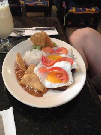 Girasoles Restaurante: Steak and eggs breakfast
