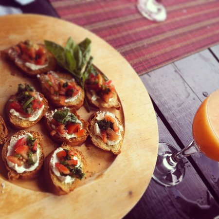 Villa Pomme d'Amour: Bruschetta and Rum Punch served by Josee
