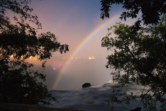 Mosi-oa-Tunya / Victoria Falls National Park: Lunar rainbow