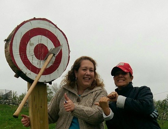 Mountain View Grand Resort & Spa : Axe throwing!