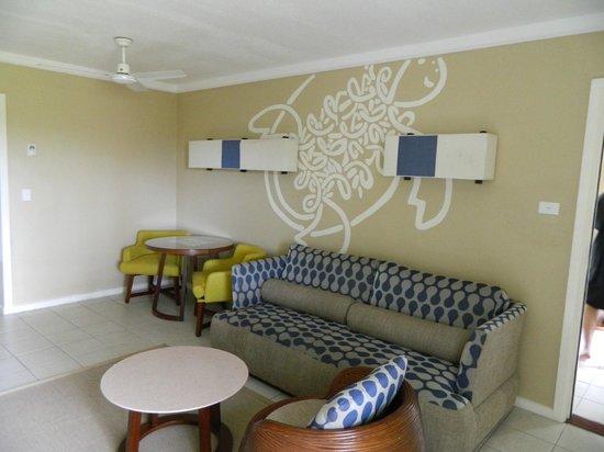Holiday Inn Resort Vanuatu: king suite living room