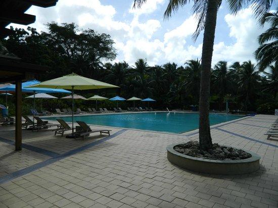 Holiday Inn Resort Vanuatu: pool bar view