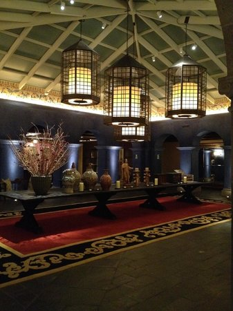 Palacio del Inka, A Luxury Collection Hotel, Cusco: Lobby in the evening