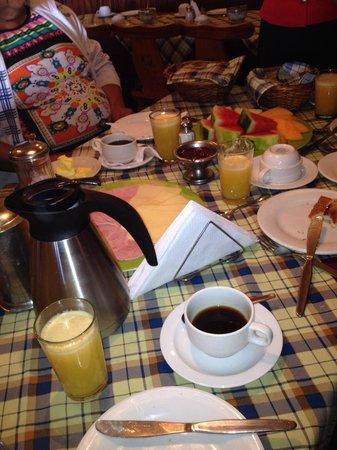 Hotel Bergland: Parte de un rico desayuno