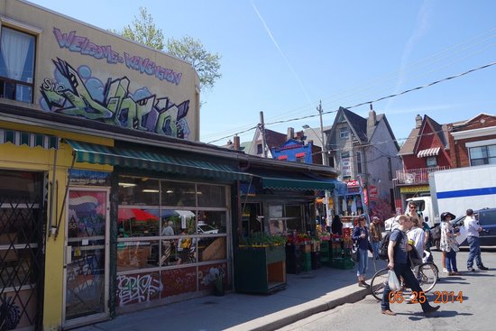 Kensington Market and Spadina Avenue: Another side of the street.