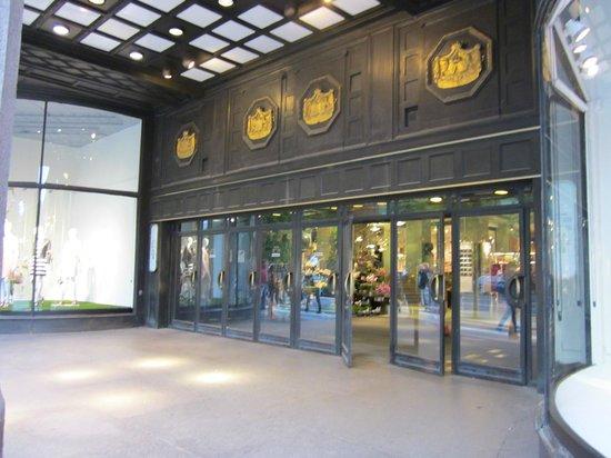 Nordiska Kompaniet (NK): Eingang