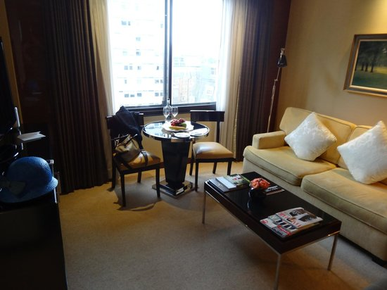 Four Seasons Hotel London at Park Lane: Living Room