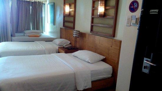 Canyon Cove Beach Club: three beds