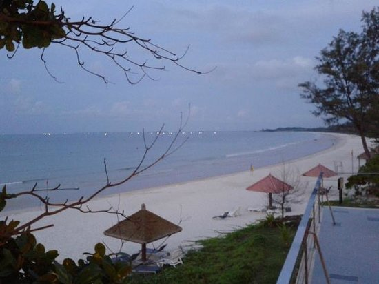 Bintan Lagoon Resort: Sea view from beach restaurant