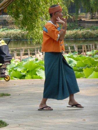 Green Lake (Cui Hu): dancer