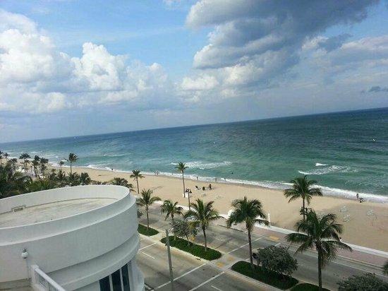 Hilton Fort Lauderdale Beach Resort: Vista da piscina