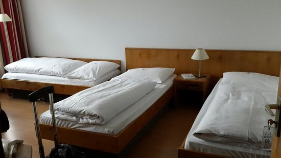 City Hotel Fortuna: Tripple Bed