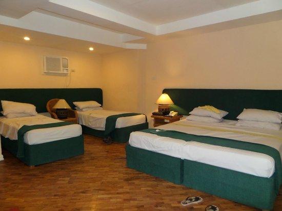 Coco Grande Hotel Dumaguete: Family Superior room