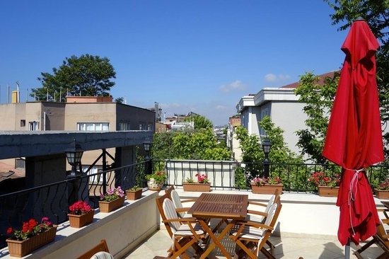 Berce Hotel: The terrace where breakfast is served